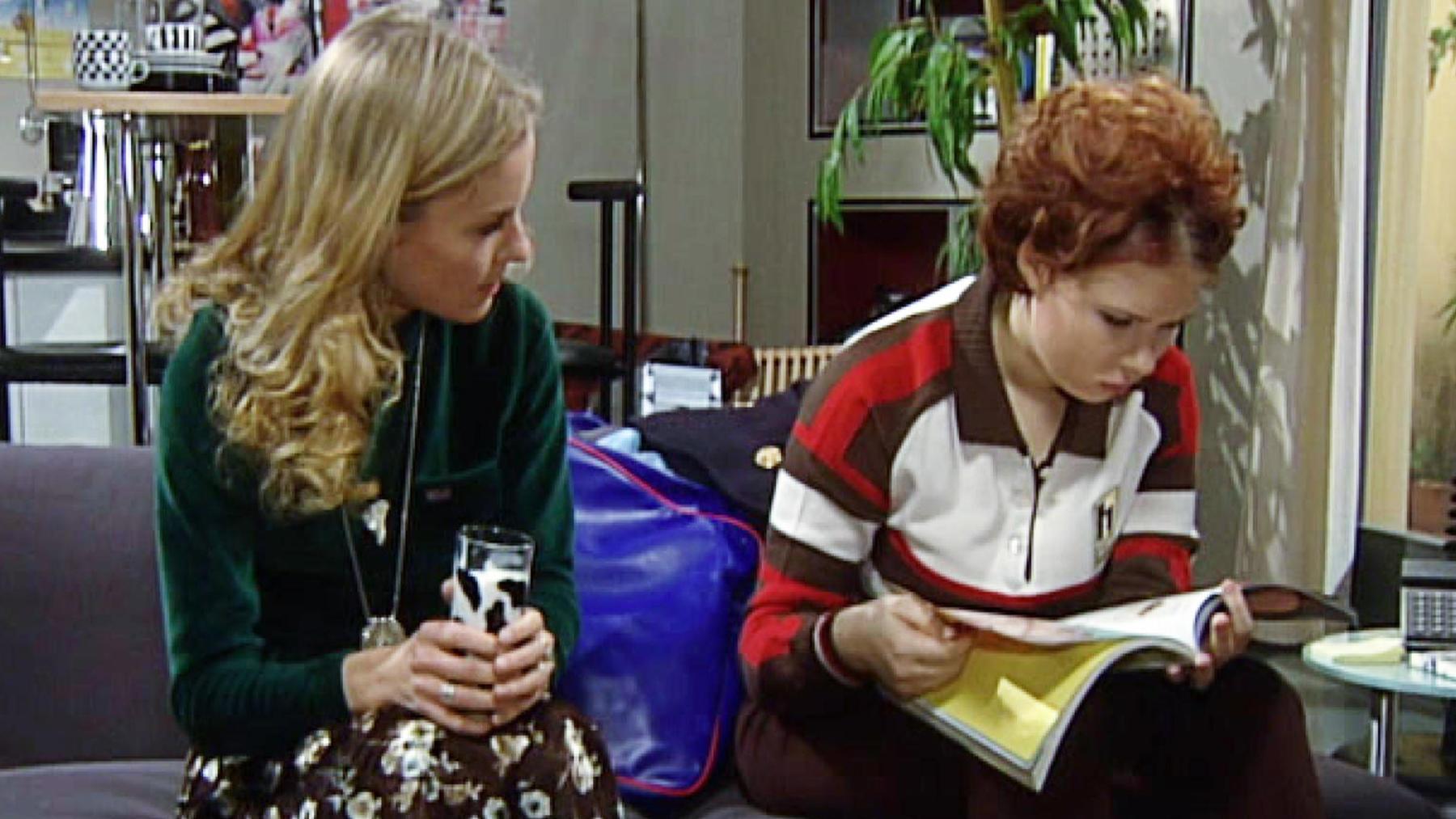 Chrissie betrachtet Katja als ihre Konkurrentin