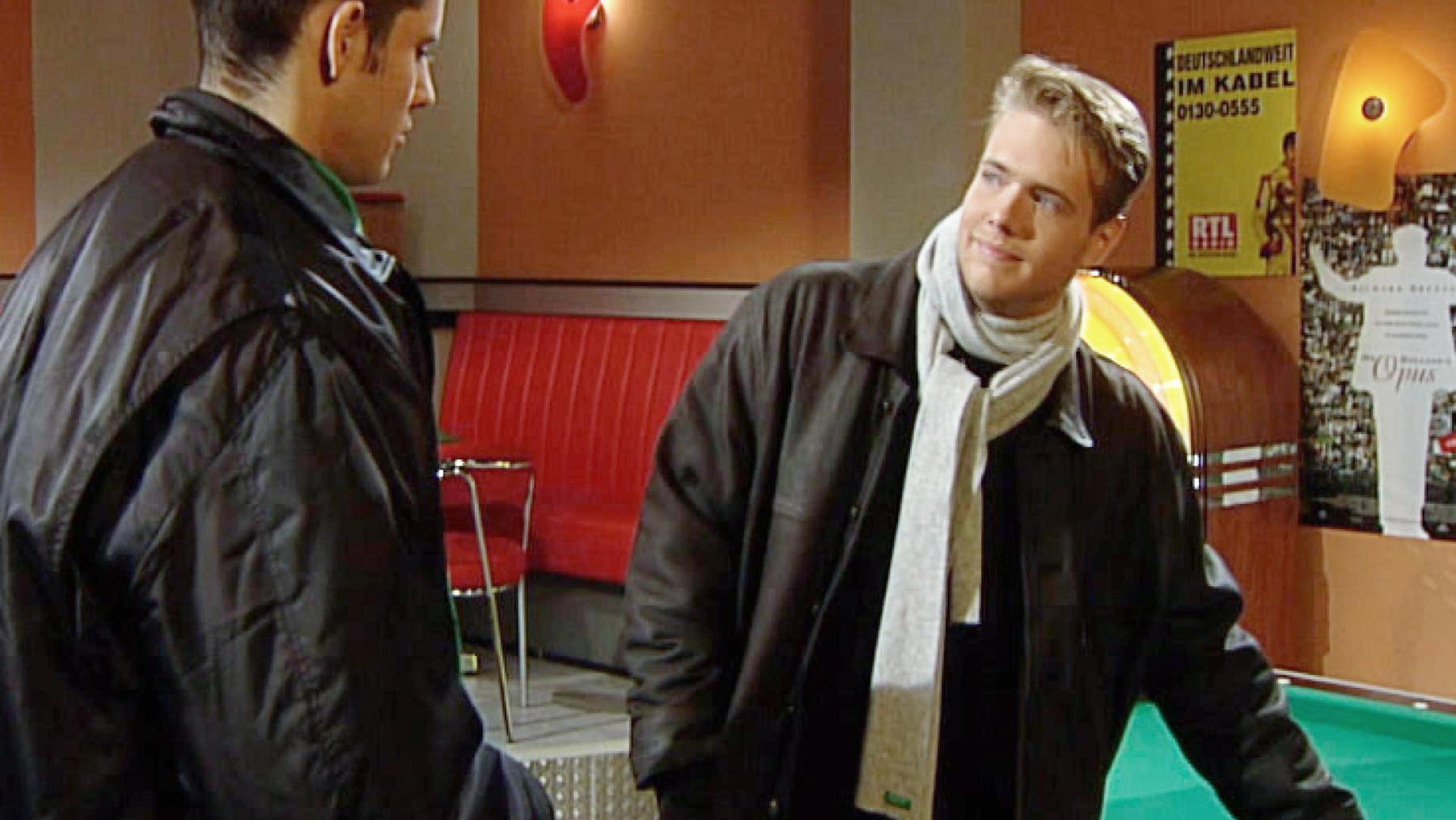 Charlie will Andy mit einem Billardturnier überraschen