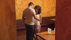 17-jährige Tochter baggert ständig alle Männer an