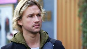 Finn macht sich beunruhigt auf die Suche nach Malu