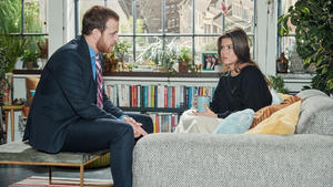 Tobias bittet Eva, Viviens Mandat zu übernehmen