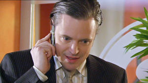 Axel setzt einen Privatdetektiv auf Maximilian an