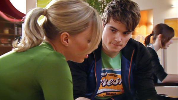 Florian fühlt sich unbewusst zu Lena hingezogen