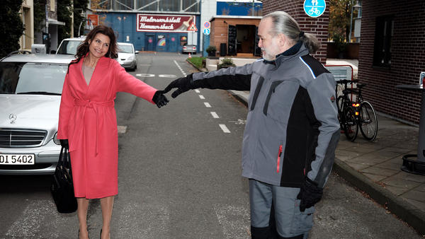 Robert verbirgt seinen Frührentner-Bescheid vor Britta