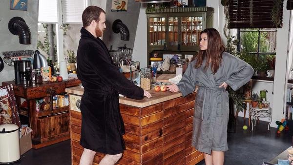 Vivien ist entschlossen, die alte Intimität mit Tobias wiederherzustellen