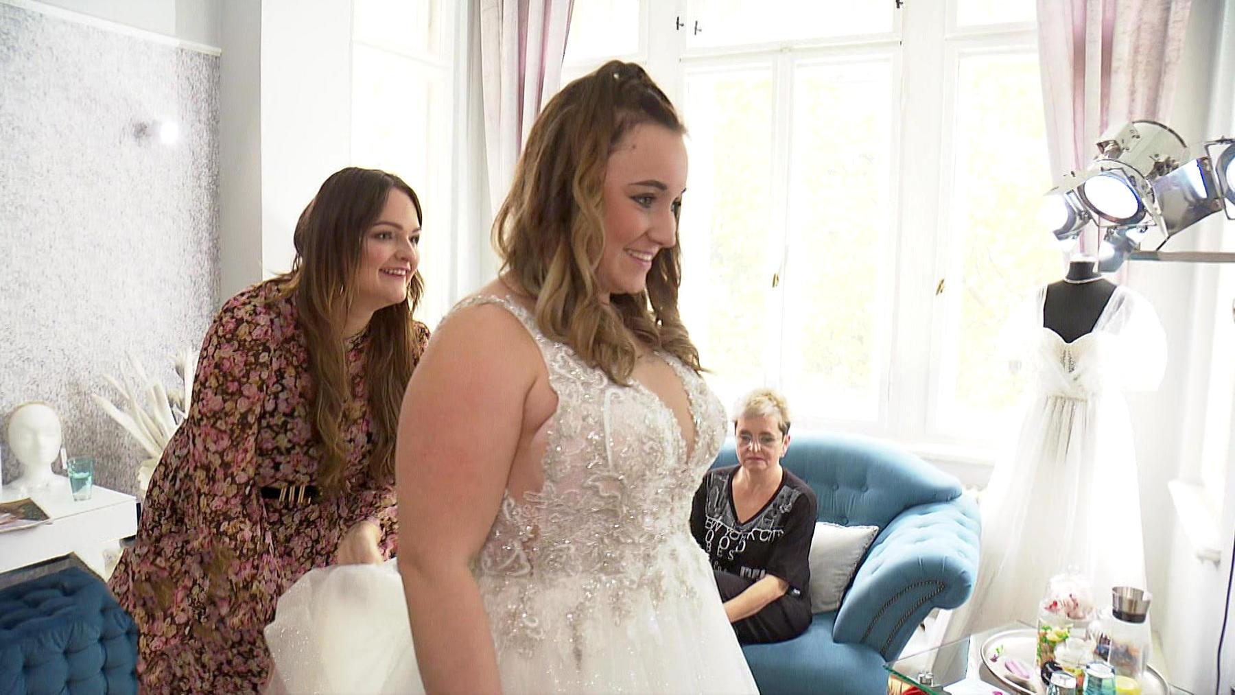 Ein Brautkleid für den Post-Baby-Body