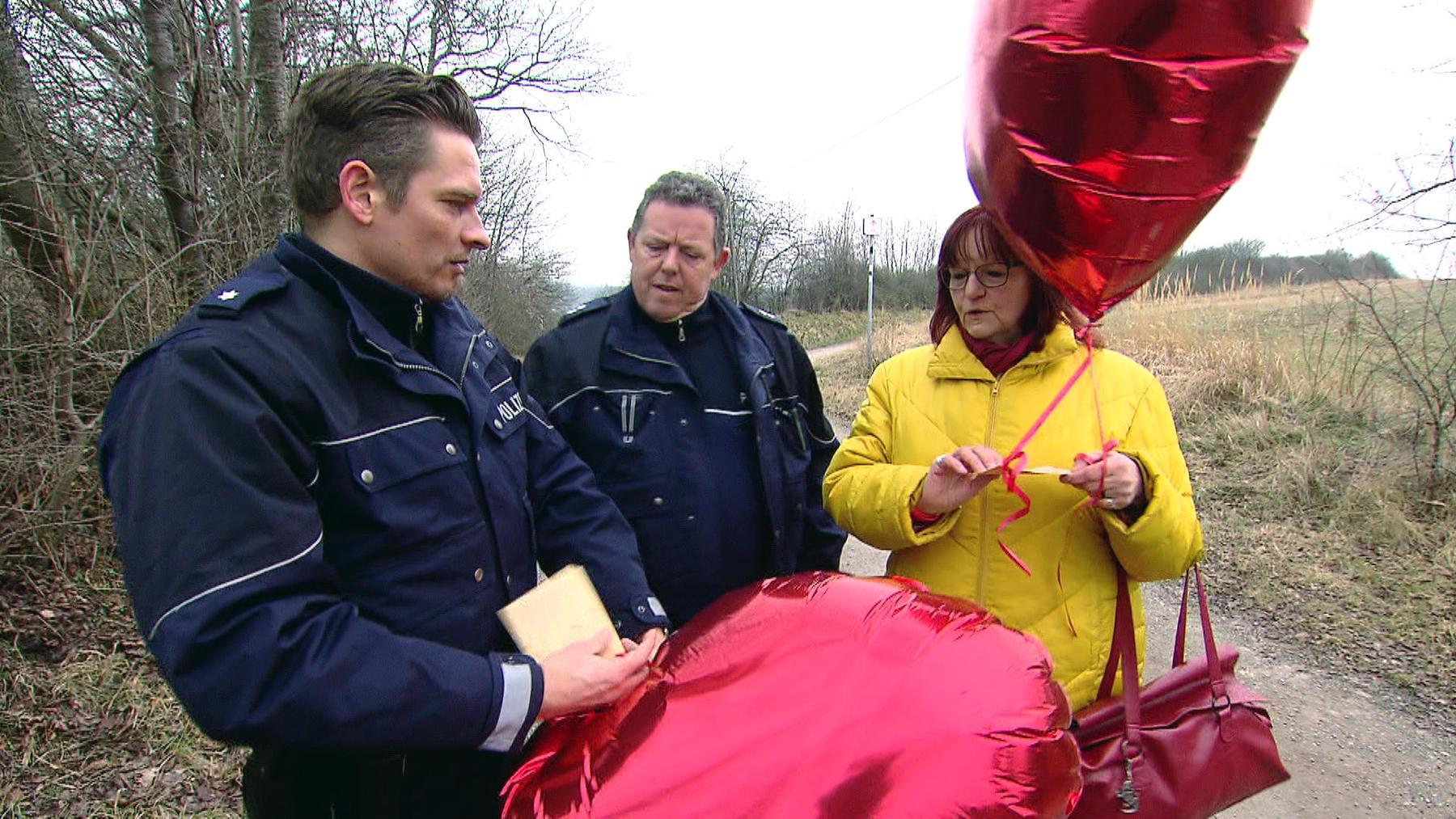 Luftballon mit Morddrohung / Falsche Bestatter überfallen Rentnerin