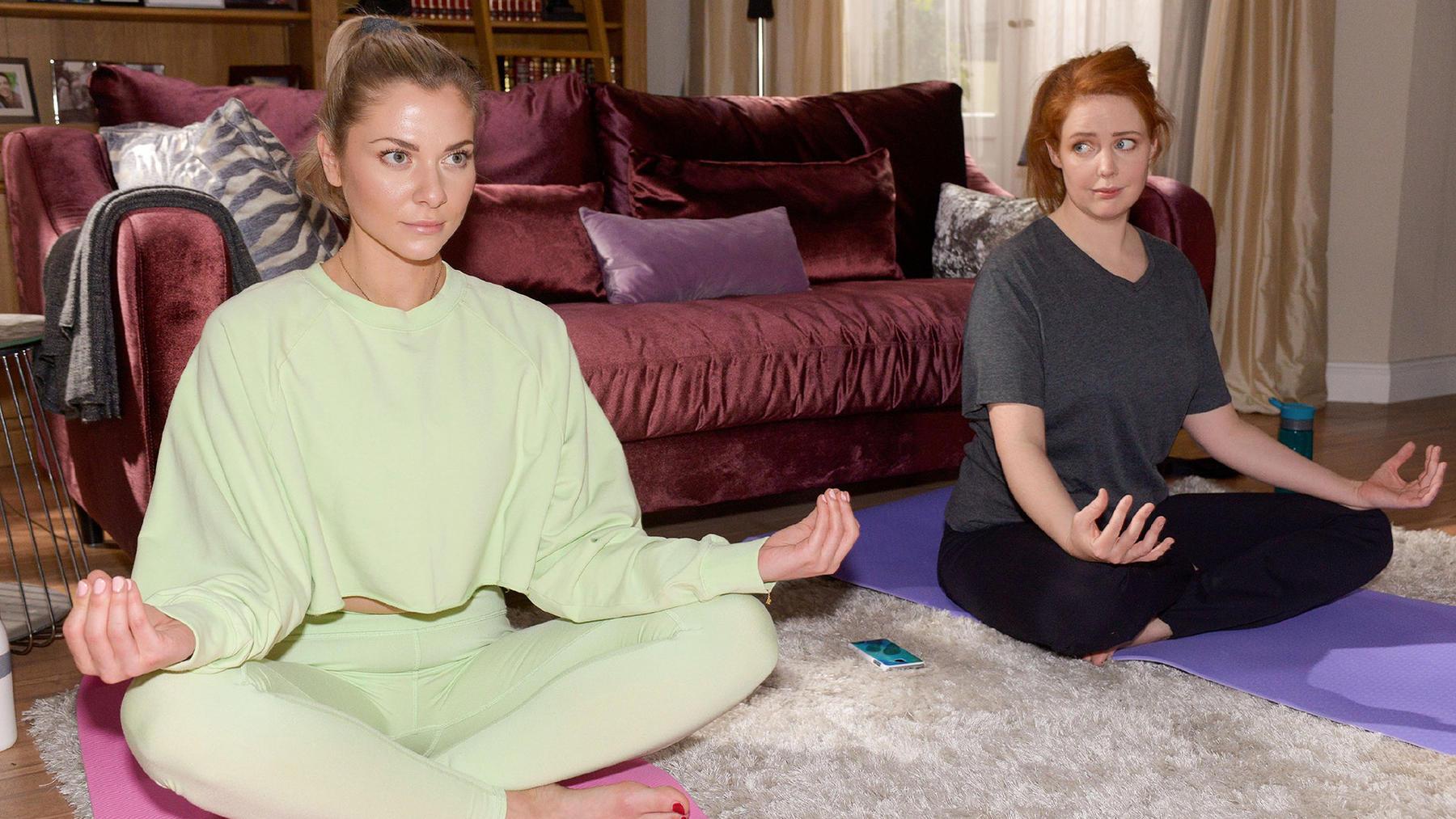 Sunny hat den Eindruck, dass Yoga nicht das Richtige für Toni ist