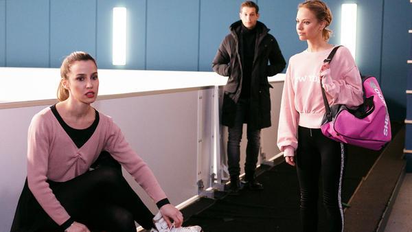 Chiara kehrt unter Schmerzen aufs Eis zurück