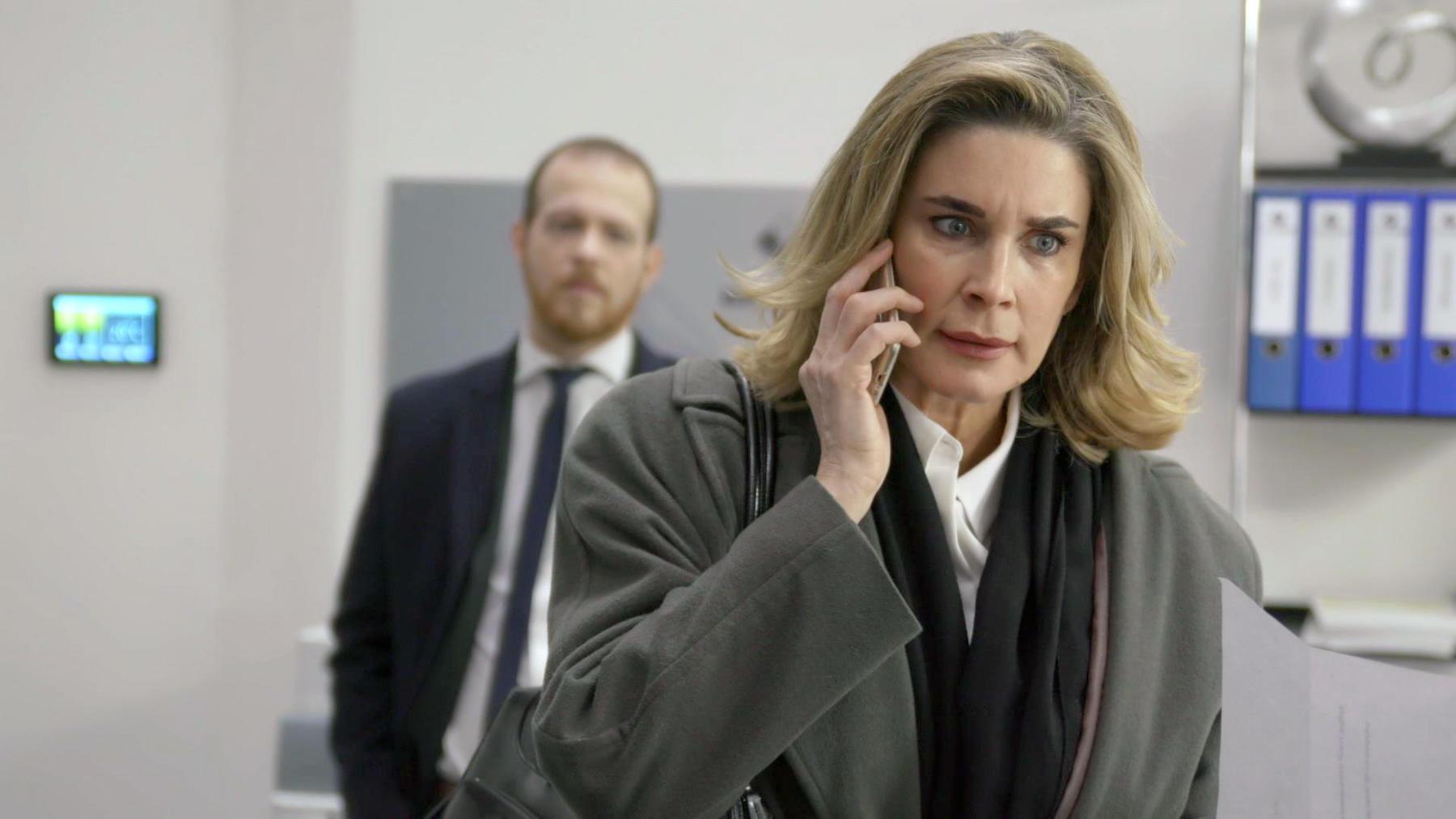 Eva will unbedingt ihre Anwaltslizenz zurückbekommen