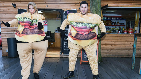 """Monikas und Easys Tanz-Competition endet in einem handfesten """"Burgerkrieg"""""""