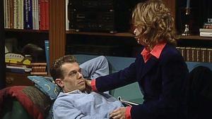 Vanessa begleitet Frank zu einer Wohnungsbesichtigung