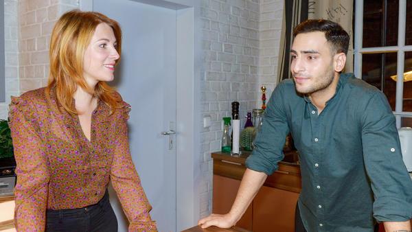 Nihat und Lilly werden unerwartet zum Brunch eingeladen
