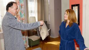 Lilly gerät bei dem überraschenden Besuch von Mustafa in Verlegenheit
