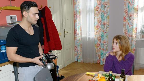 Lilly spürt, dass Nihats Vertrauen zu seinem Vater schwindet