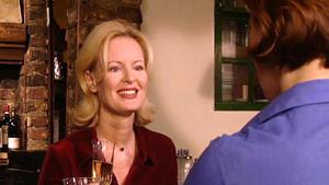 Irene und Claudia treffen sich trotz Viktors Bedenken