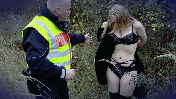 Sexy Fotosession an Straße versetzt Mutter in Aufruhr