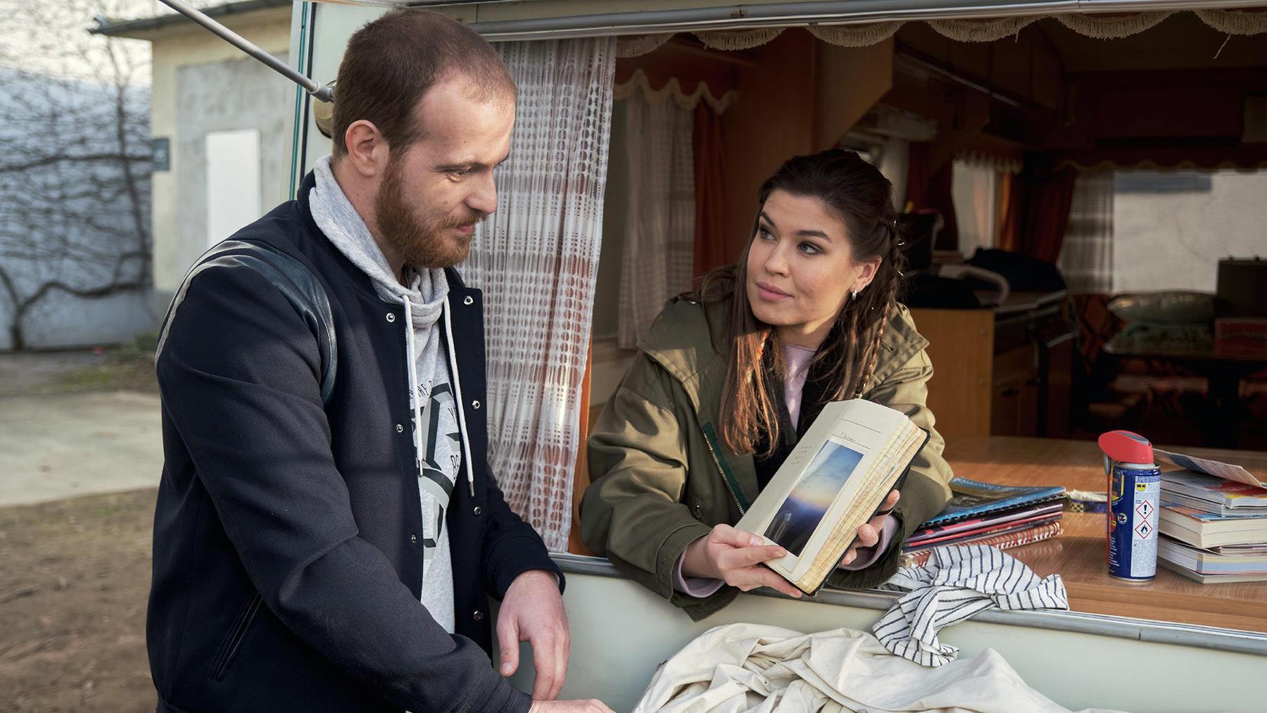 Tobias akzeptiert, dass Vivien und er nur noch Freunde sind