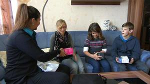 Dreifache Mutter treibt ihre Kinder in den Wahnsinn
