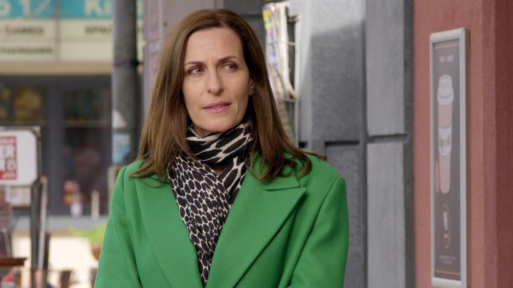 Katrin wundert sich über Melanies seltsames Verhalten