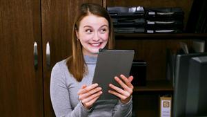 Lucie ist freudig überrascht, als das Zentrum für einen Preis nominiert wird