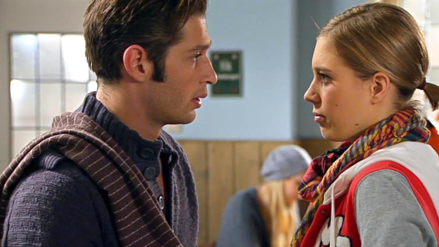 Deniz fühlt sich von Sarahs Nähe völlig überfordert