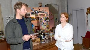 Toni offenbart Bastian ihre Ermittlungsergebnisse
