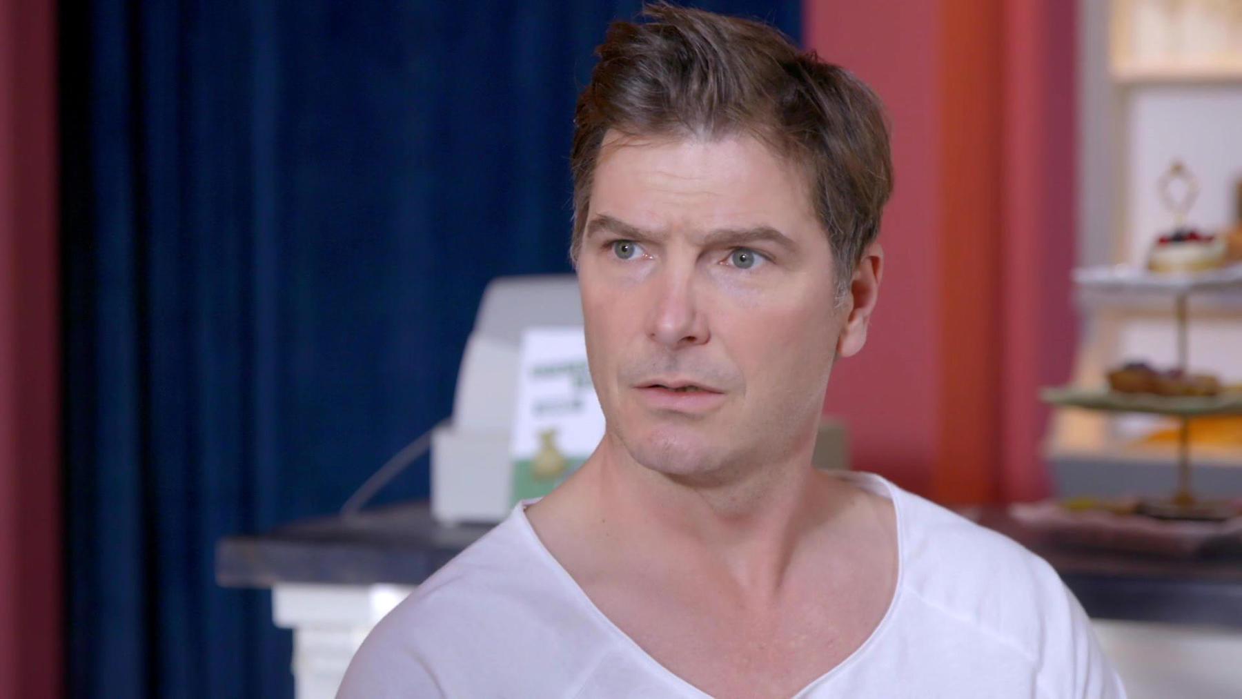 Chris will Matteo in der Konditorei eine Ausbildung geben