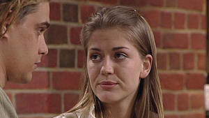 Cora gerät wegen der Affäre mit Moritz ins Gerede