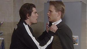 Leon erfährt von Charlies Beteiligung an Olivers Tod