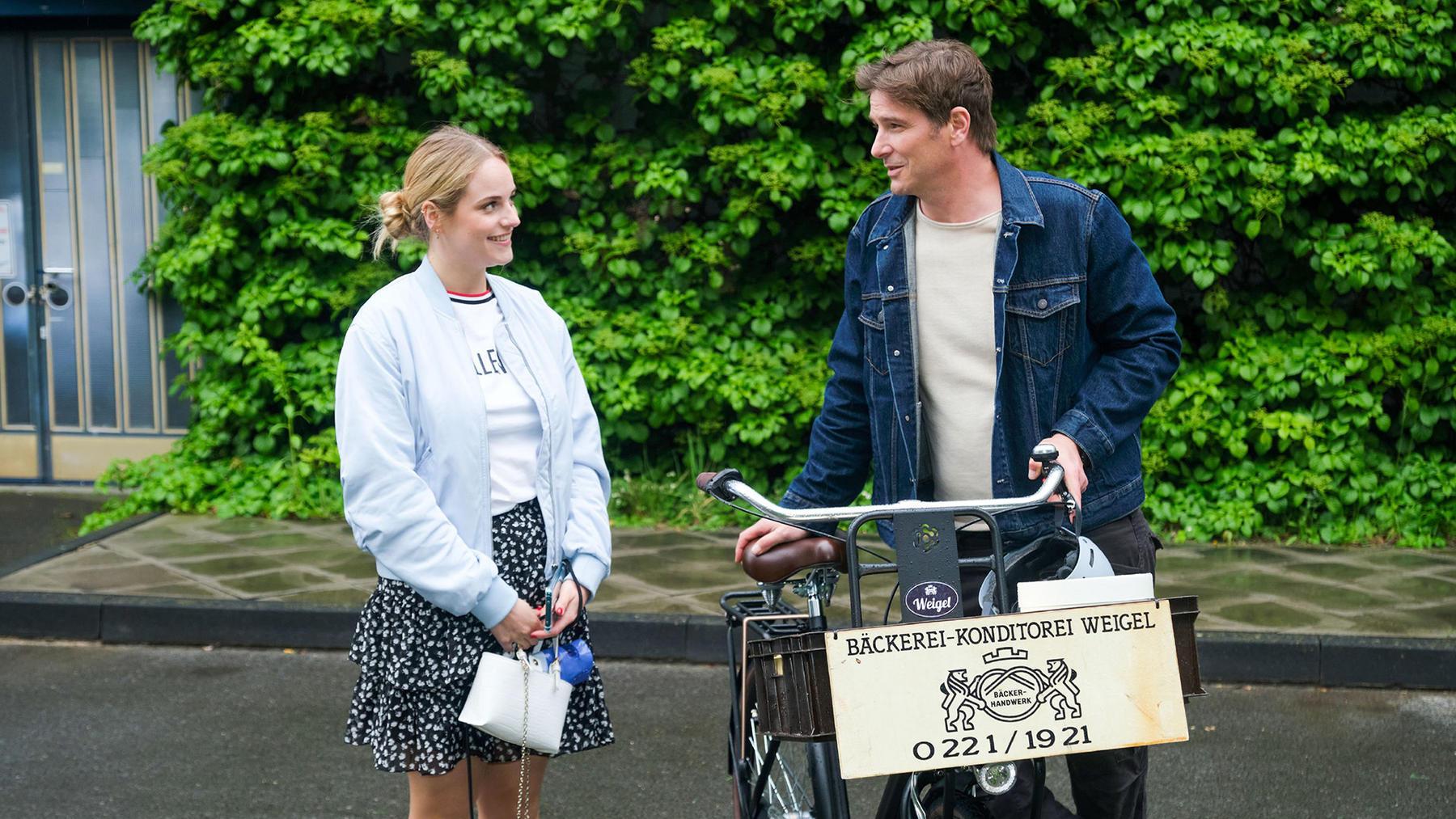 Chris überredet Cecilia zu einer Vater-Tochter-Aktion