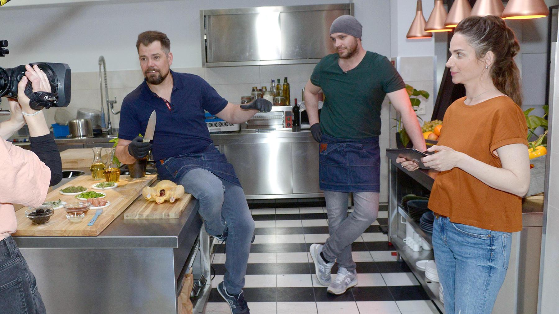 Erik soll für Leons Kochshow verpflichtet werden