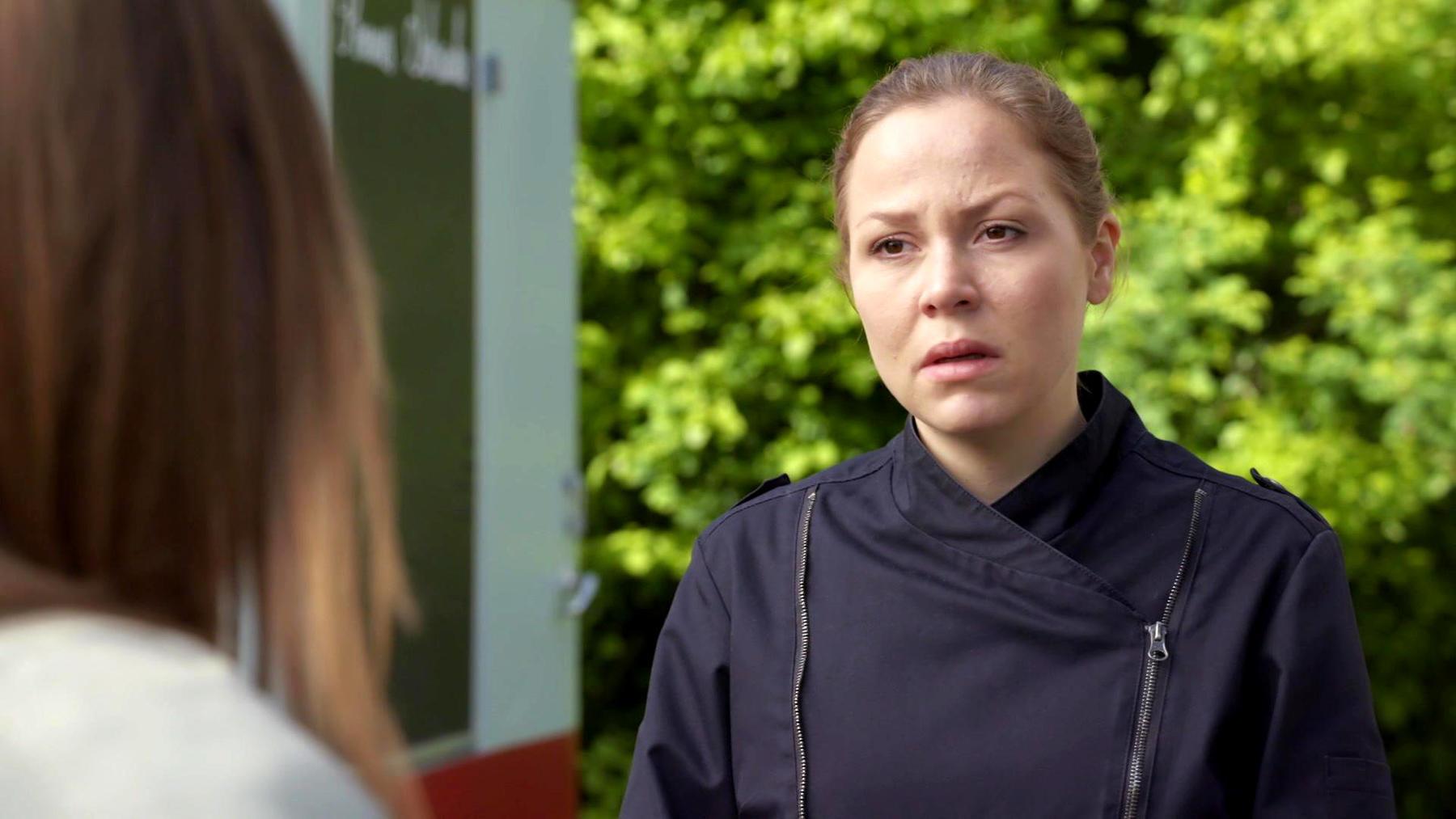 Lucie erkennt, dass sie Ina alleingelassen hat