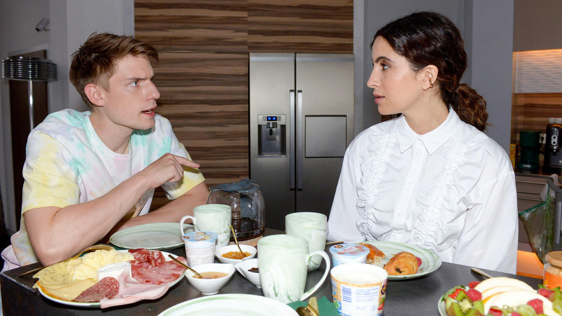 Laura wird misstrauisch, doch Moritz schweigt