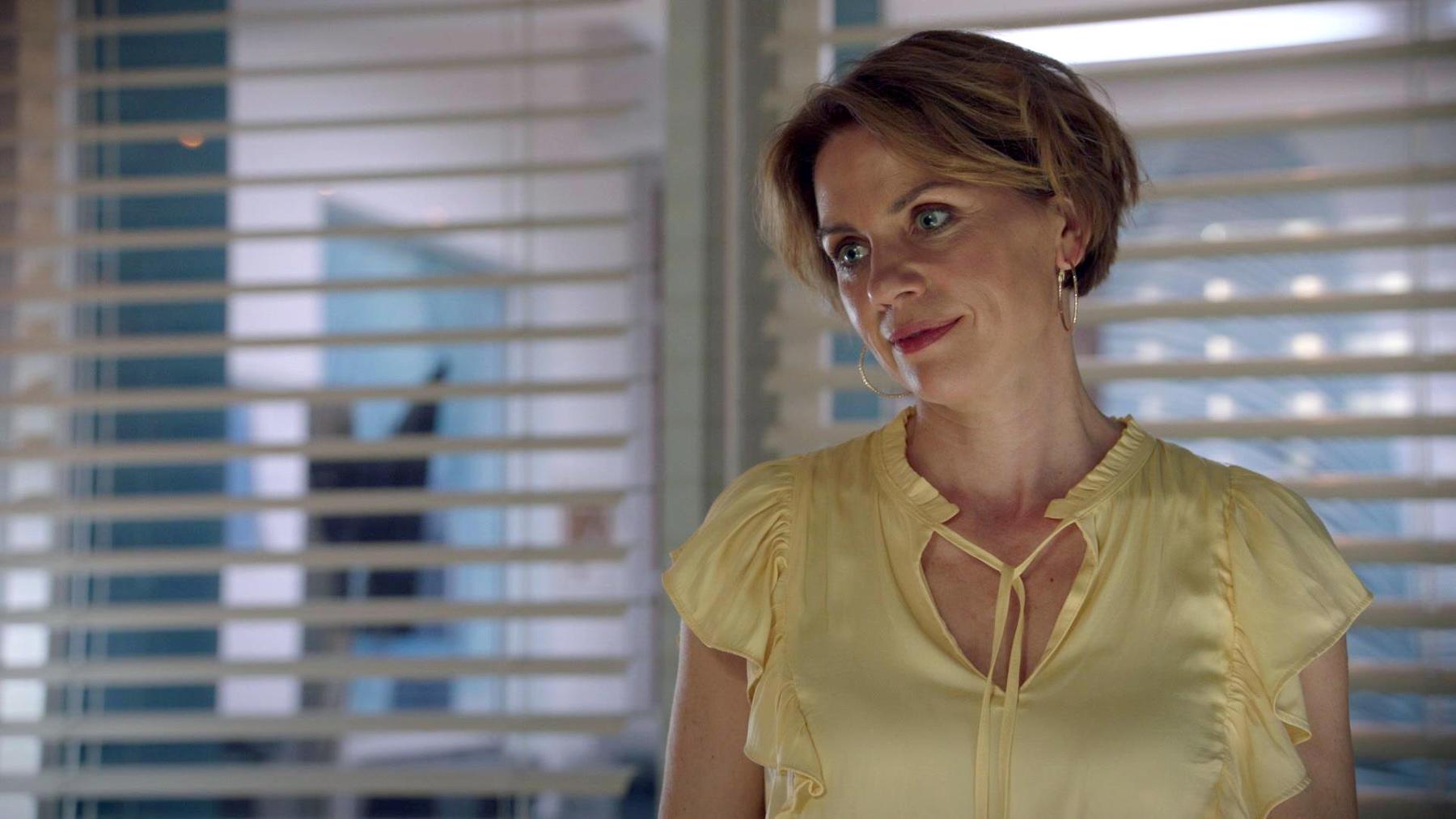 Yvonne merkt, dass sie Laura vorschnell verurteilt hat