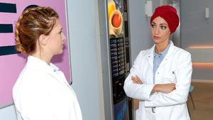 Lilly klärt Degenhardt über den Blutprobentausch auf