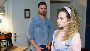 Nika zieht reumütig bei Paco aus und sucht Asyl in der Werkstatt