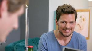 Till lässt sich von Conor zum Online Dating überreden