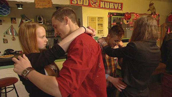 16-Jährige sucht verzweifelt erste Liebe