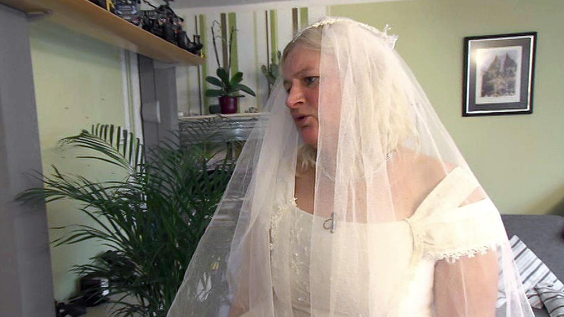39-jährige Singlemutter sucht Bräutigam für die eigene Hochzeit