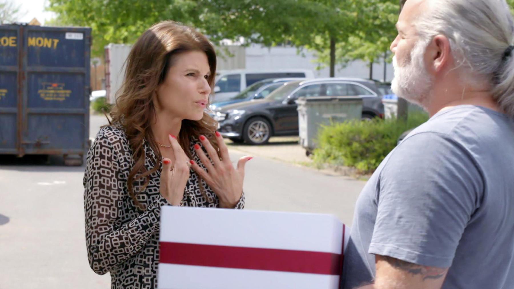 Britta gibt sich Mühe, Robert zurückzugewinnen
