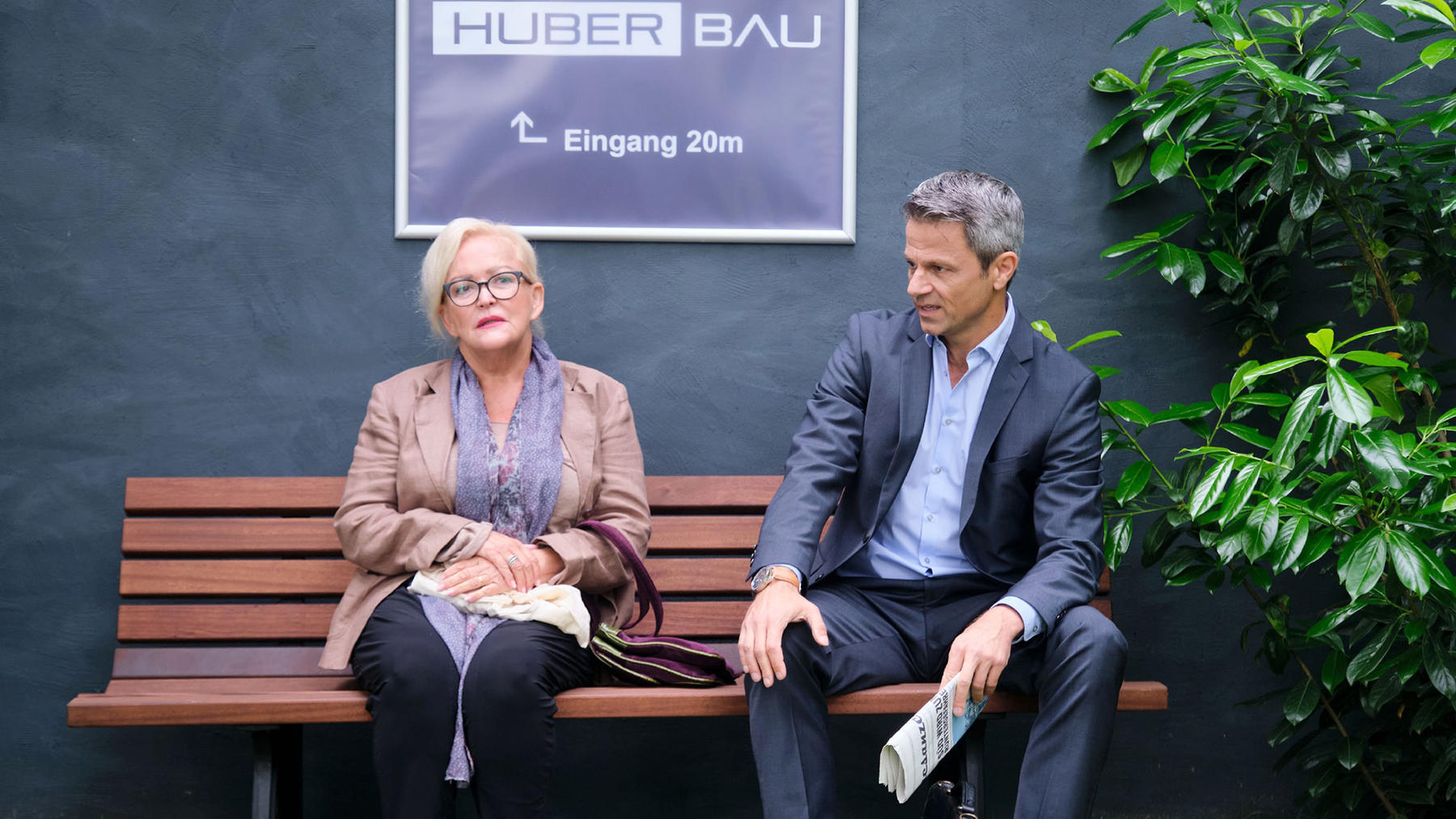 Benedikt will Huber Bau ohne Tills Hilfe retten