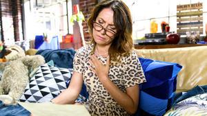 Daniela findet in Marians Wohnung einige Liebesbriefe
