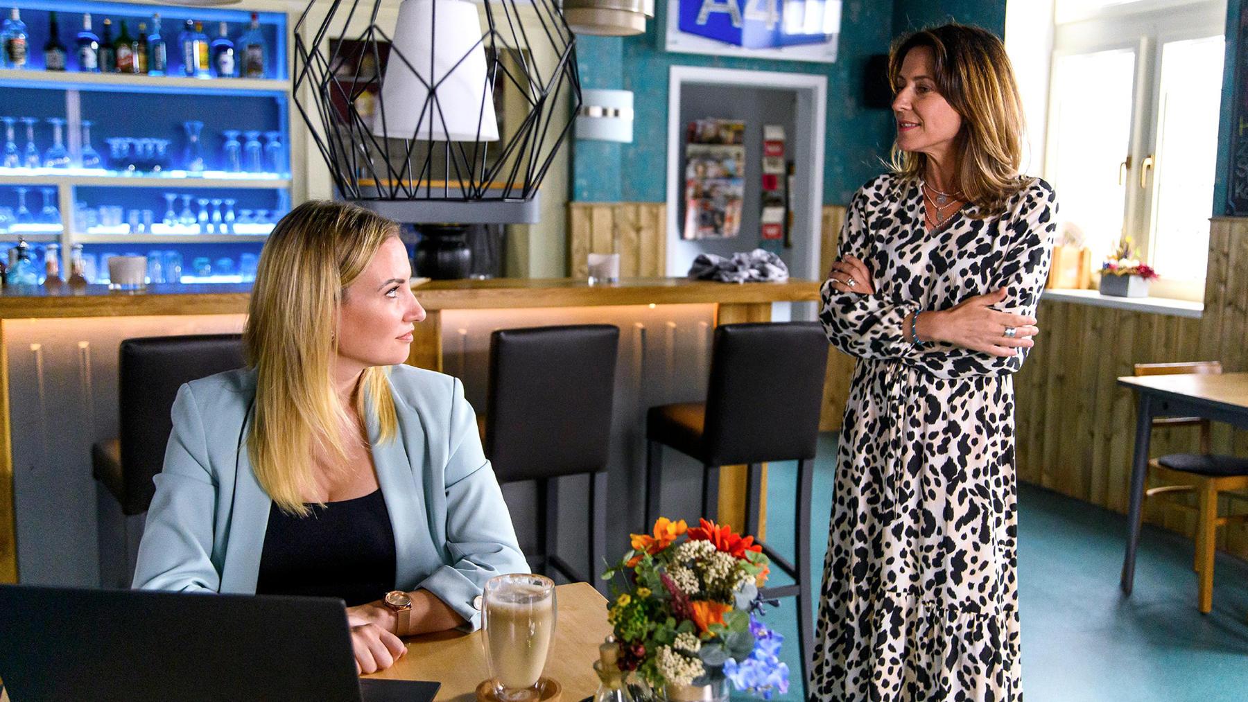 Daniela drängt Kim, sich für einen Preis zu bewerben