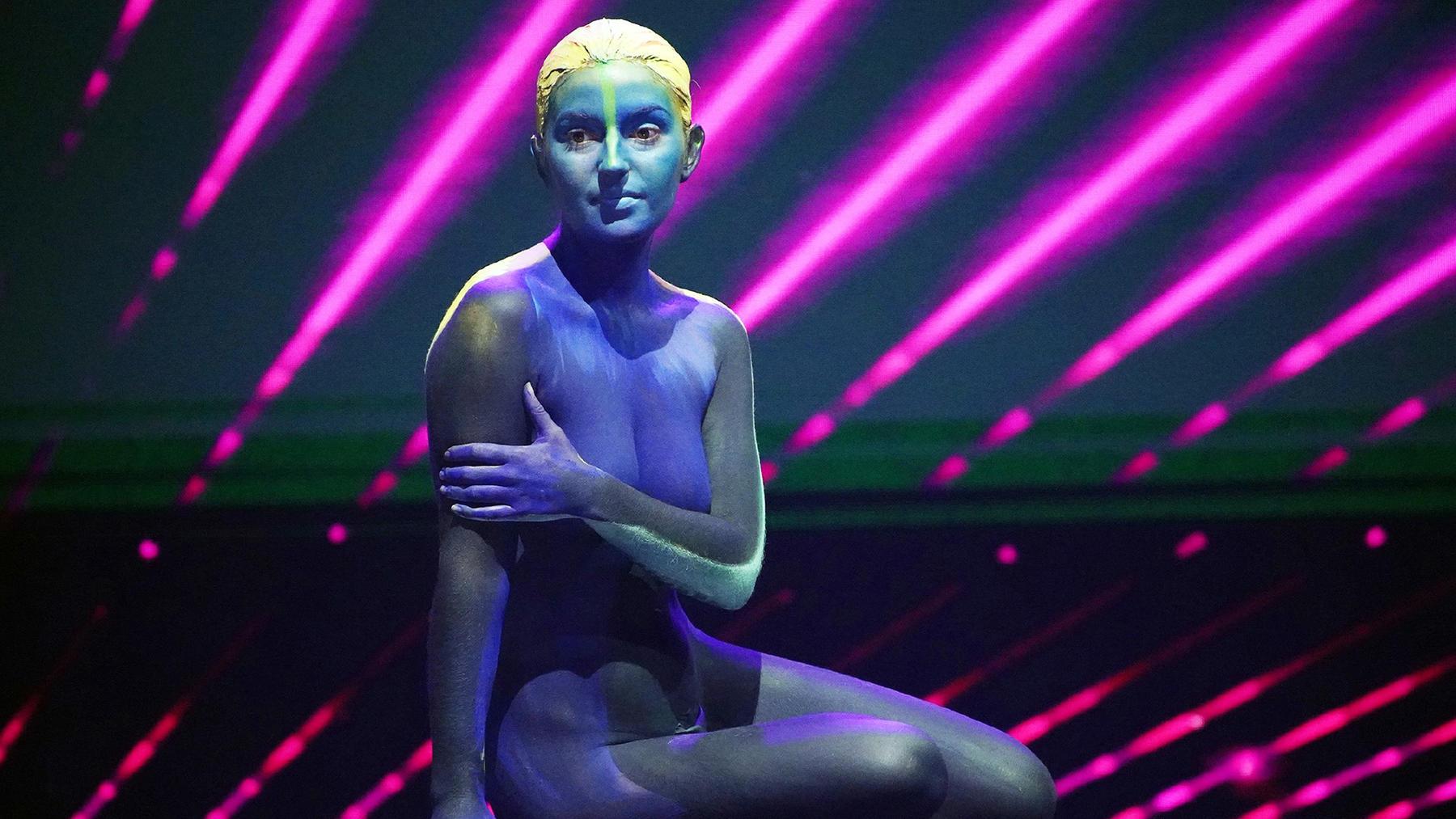 Bodypainter, LED-Show mit Tanz und Akrobatik