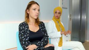 Nazan schlägt vor, Lilly mit dem Roboter zu operieren
