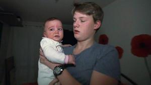 14-Jähriger muss sich um Mutter und Baby kümmern