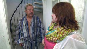 Verwitweter Hausbesitzer belästigt Familie