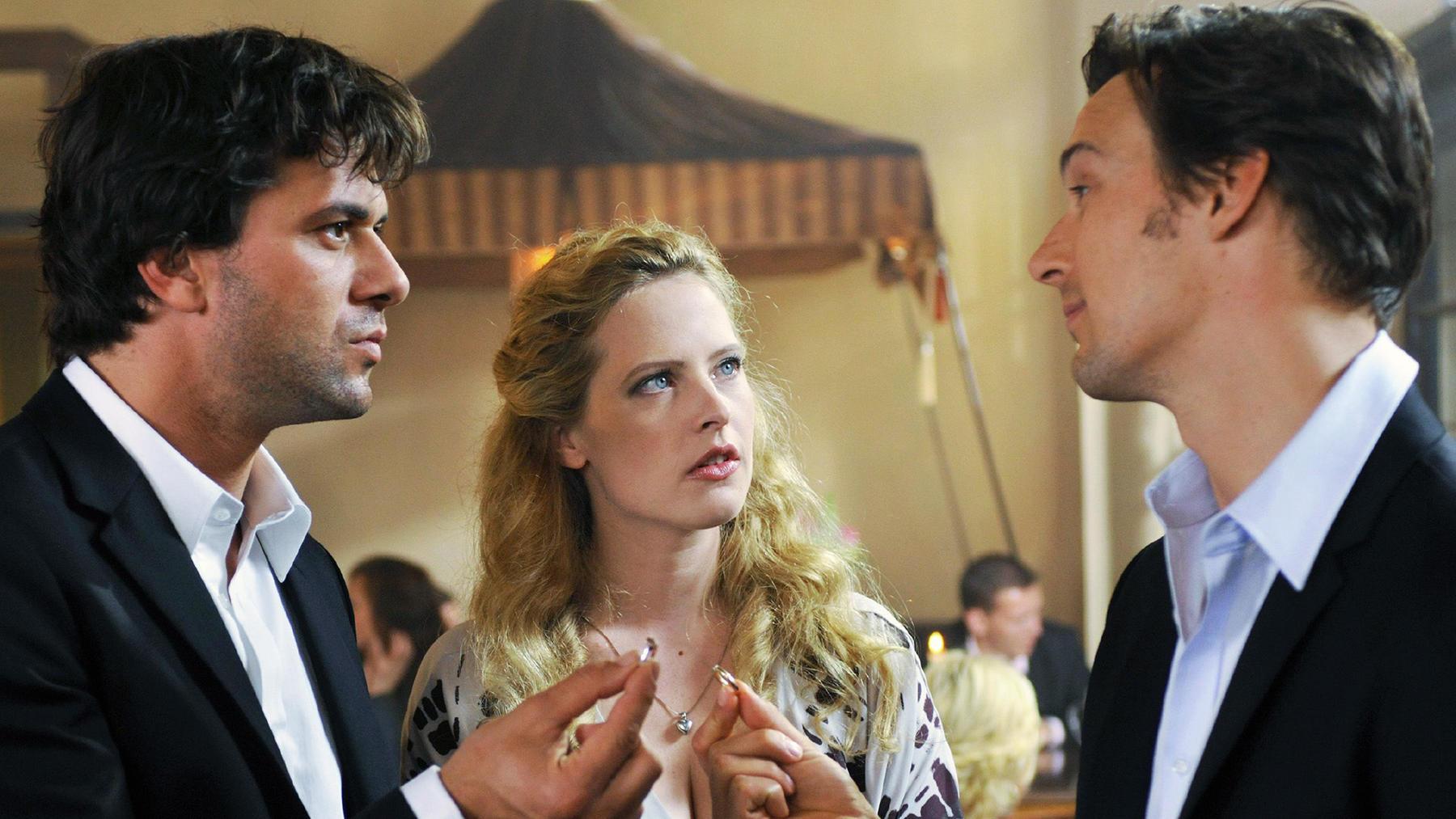 Romantisch: Drei Männer auf Haasenjagd