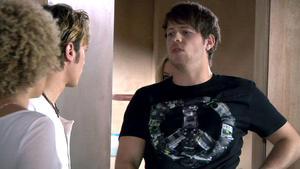 Tobias verletzt Micki mit voller Absicht